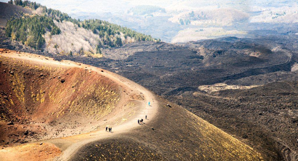Visita di una grotta vulcanica
