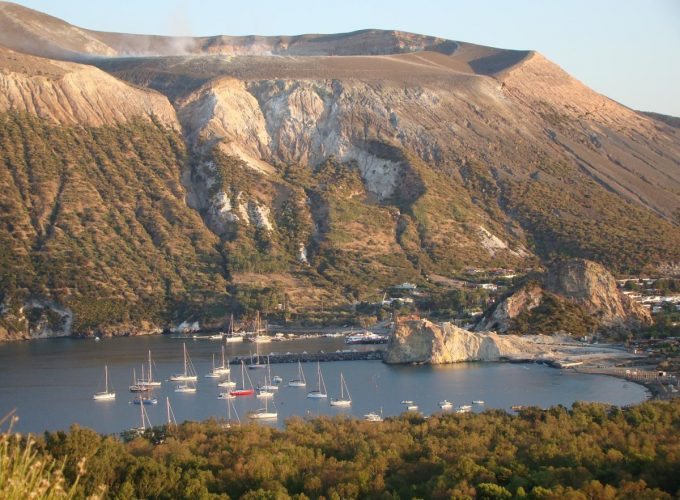 Excursiones a Taormina, Etna, Islas Eolias, Vulcano, Lipari, Stromboli, Palermo, Cefalu, Siracusa, Agrigento, Favignana, Lampedusa