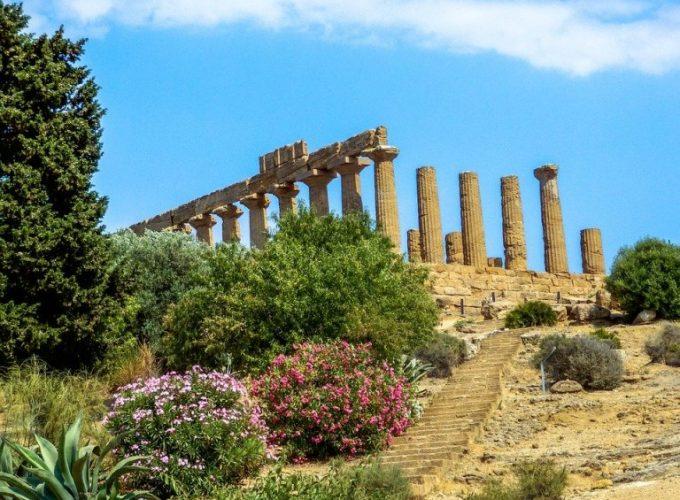 Escursioni a Taormina, Etna, Isole Eolie, Vulcano, Lipari, Stromboli, Palermo, Cefalù, Siracusa, Agrigento, Favignana, Lampedusa