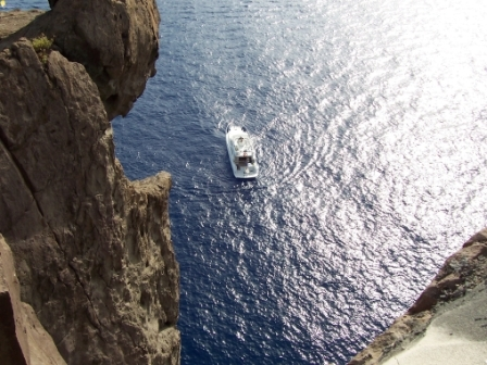 Trasferimento all'isola di Stromboli e visita dal mare